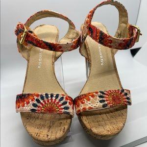 Gorgeous Chinese Laundry Platform Size 8 Sandals